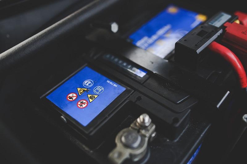 Manutenzione della batteria auto